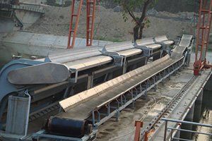 Decontamination belt conveyor integrated machine